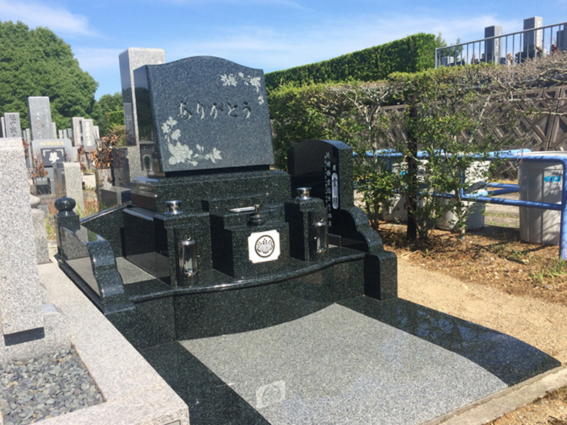 市営墓地の墓石建墓例
